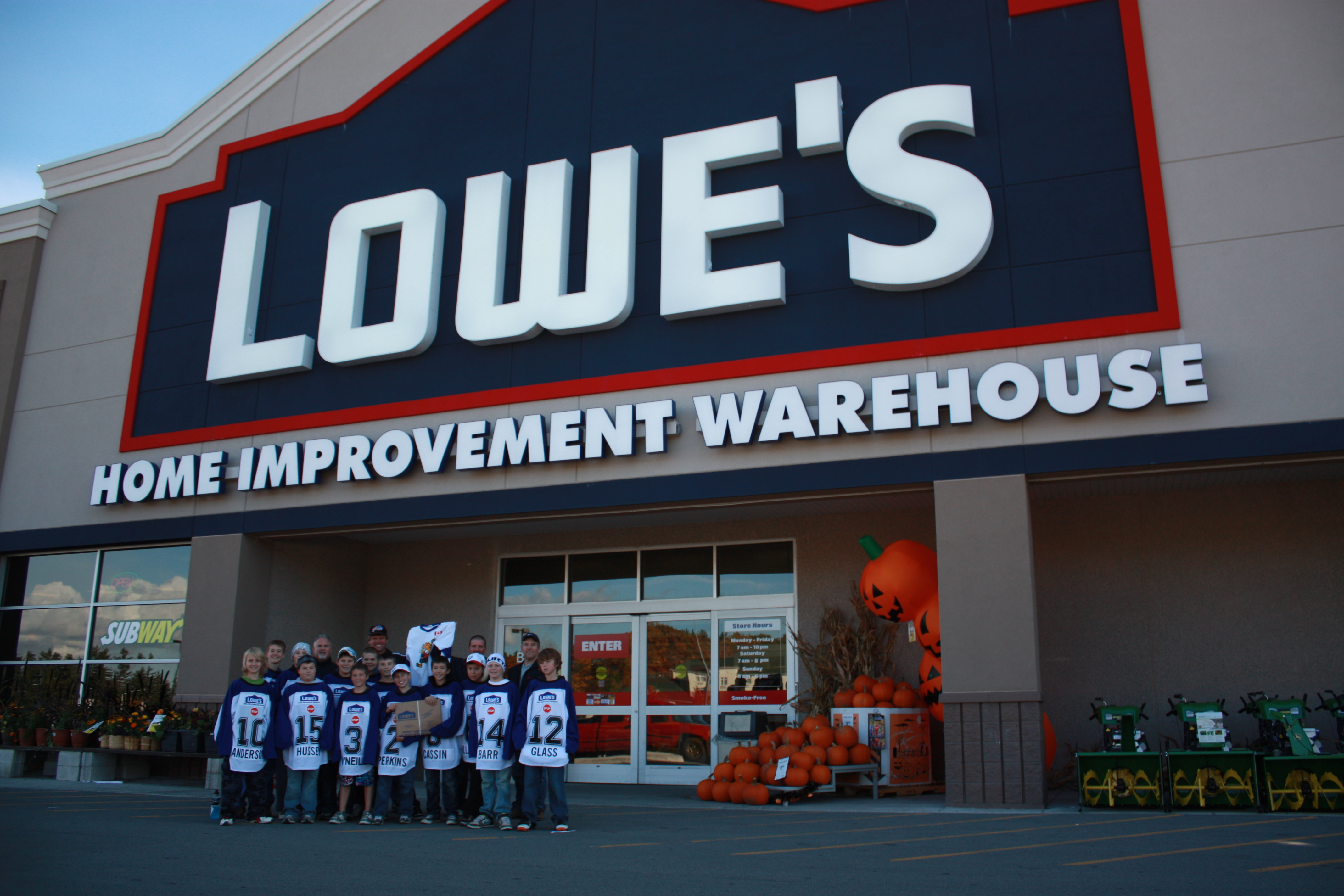 Lowe's</br> Connecting with the Community
